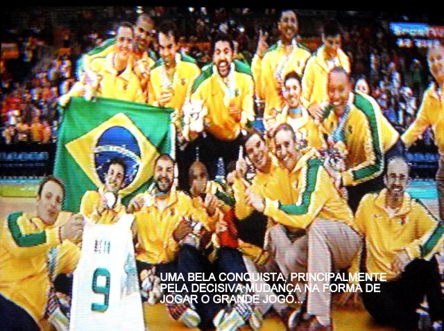891260d1c855b ... tal forma que neste jogo final encontrou equilíbrio para sustar a  desesperada reação de uma equipe canadense oscilante e dispersa. A seleção  brasileira ...